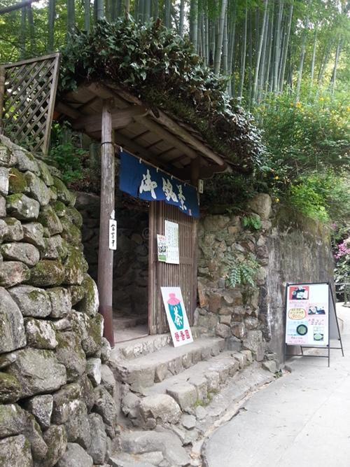 Kobe Tea Garden in Kobe: Shizukatei Entrance