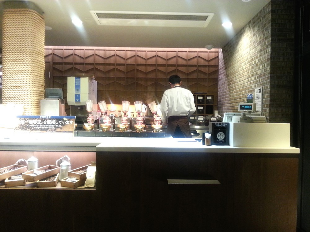 Kurashiki Coffee (倉式珈琲) Siphon Coffee Specialty Cafe: Cashier & Counter