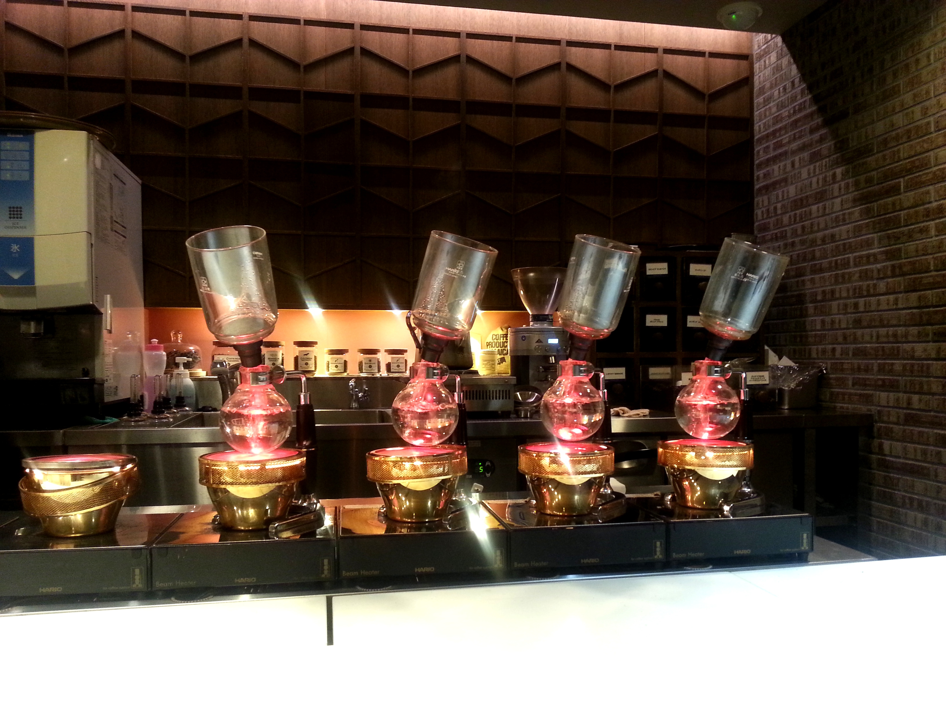 Kurashiki Coffee (????) - siphon coffee preparing