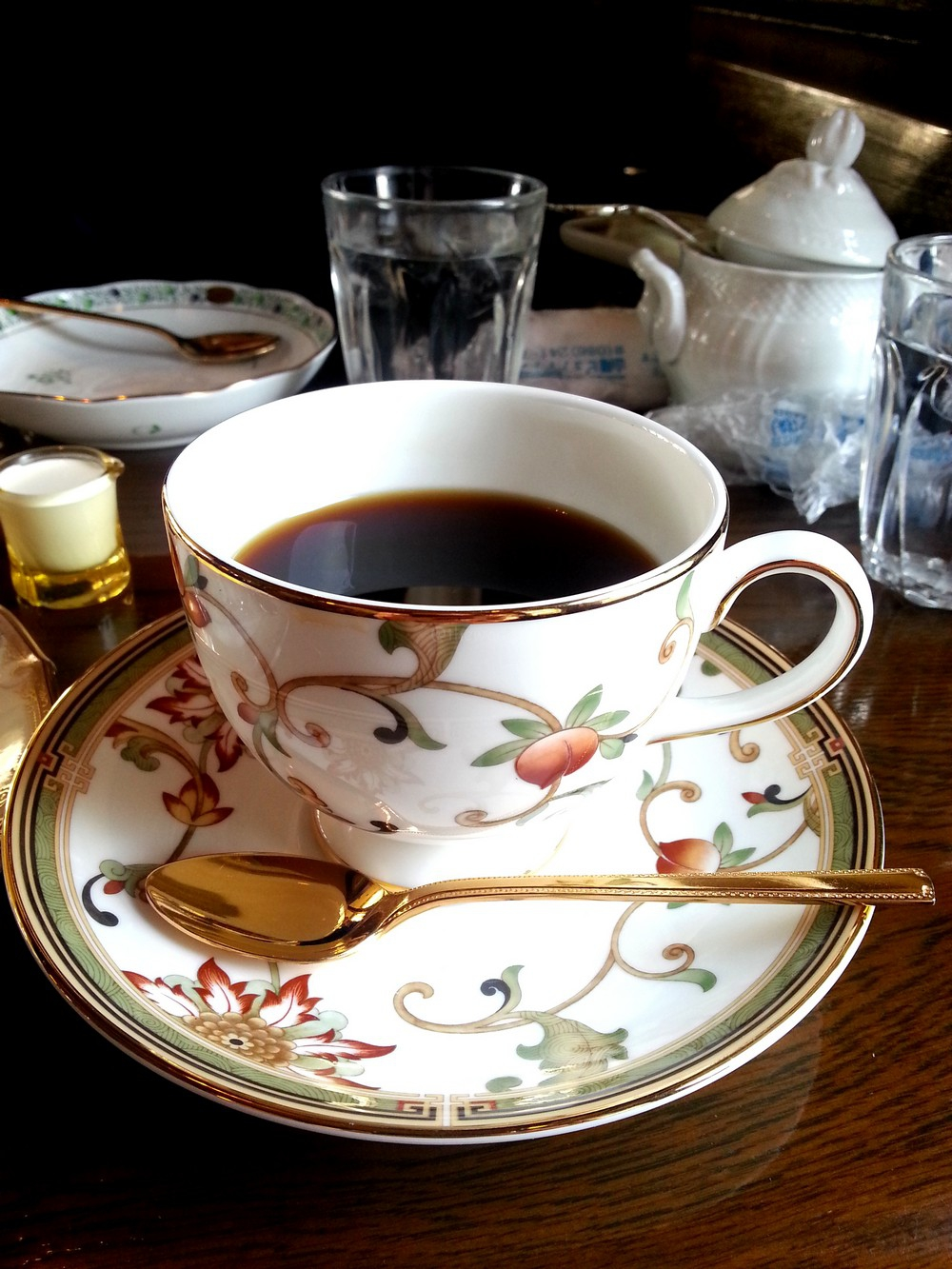 Honky Tonk Coffee Shop: Gorgeous cup and saucer