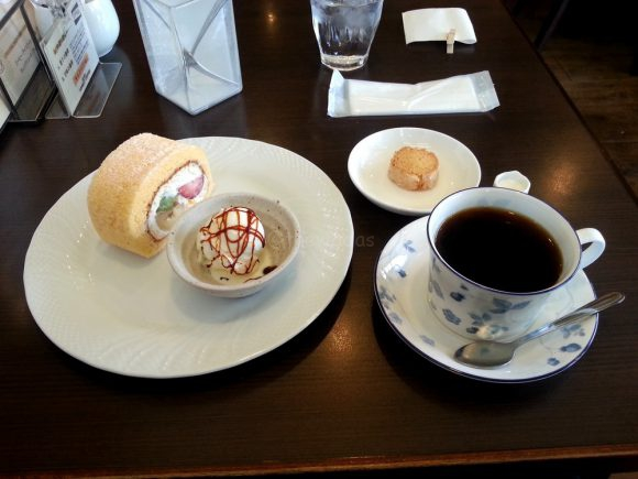 honest_coffee_cake_and_coffee