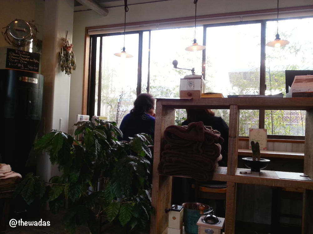 Tsuji Coffee: Cafe in Kasaoka City, facing the railway
