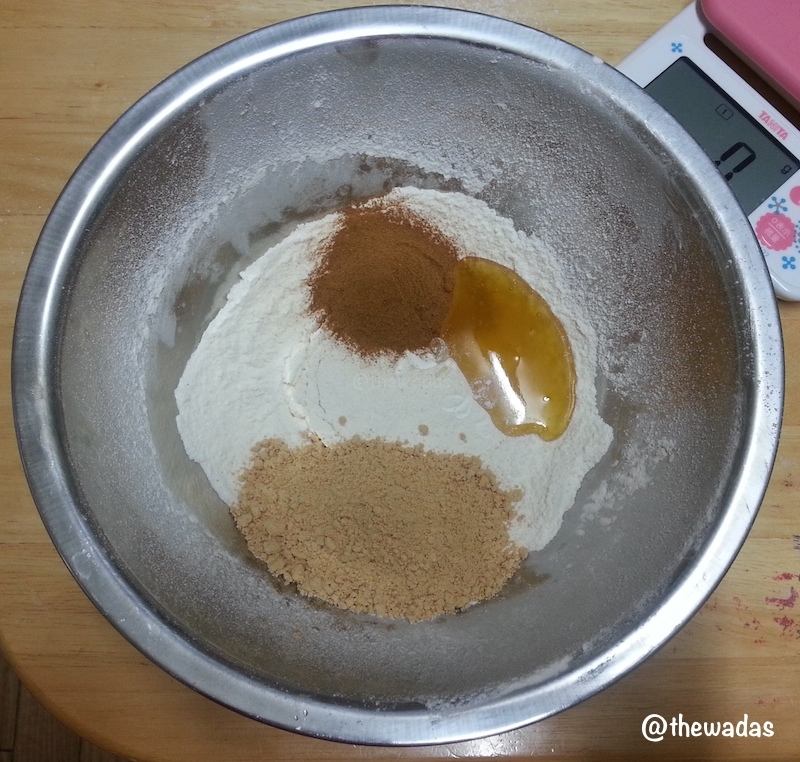 Cinnamon-kinako flavor Uiro: ingredients upclose