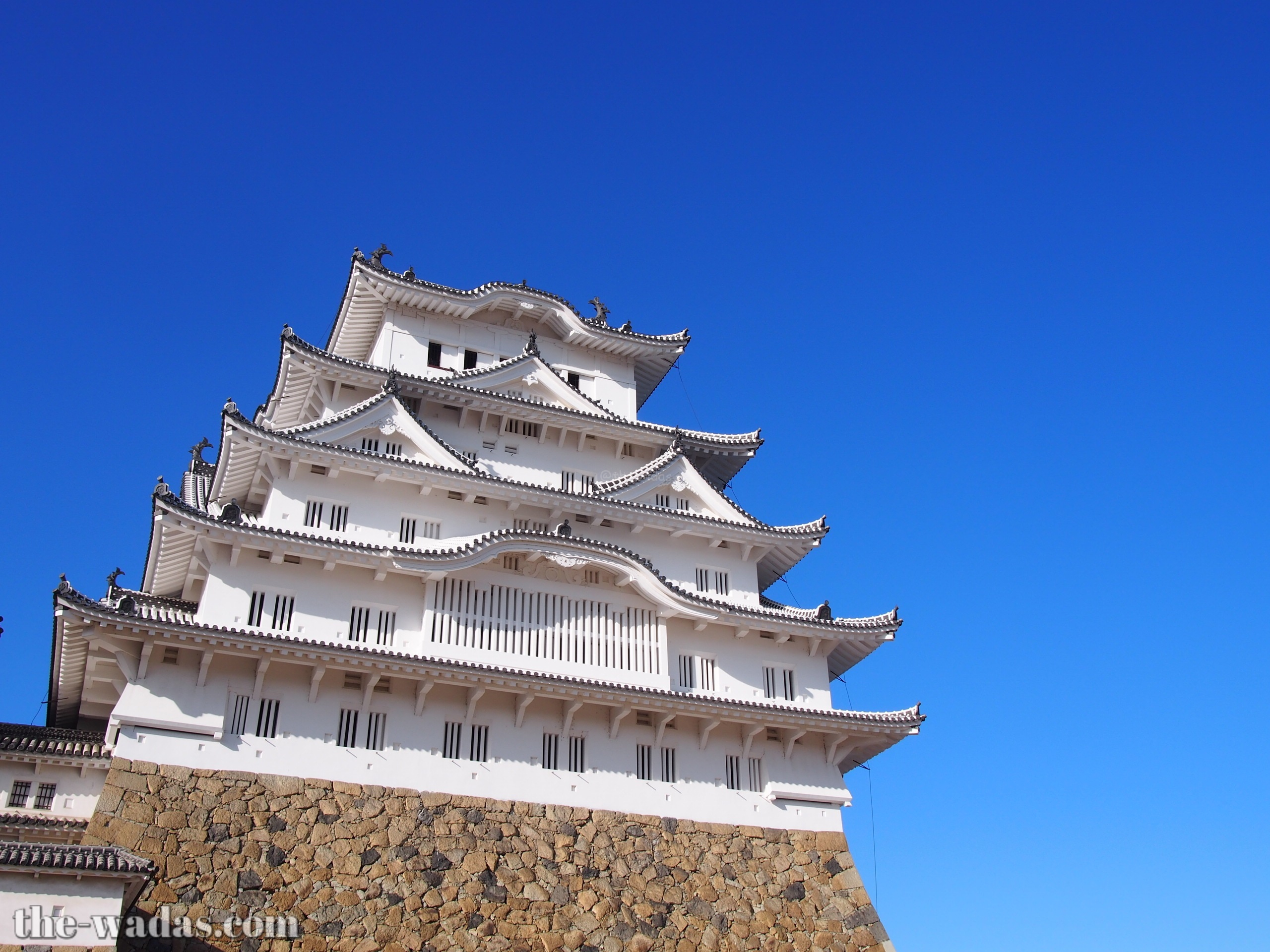 Himeji Castle: Front (bue sky background)