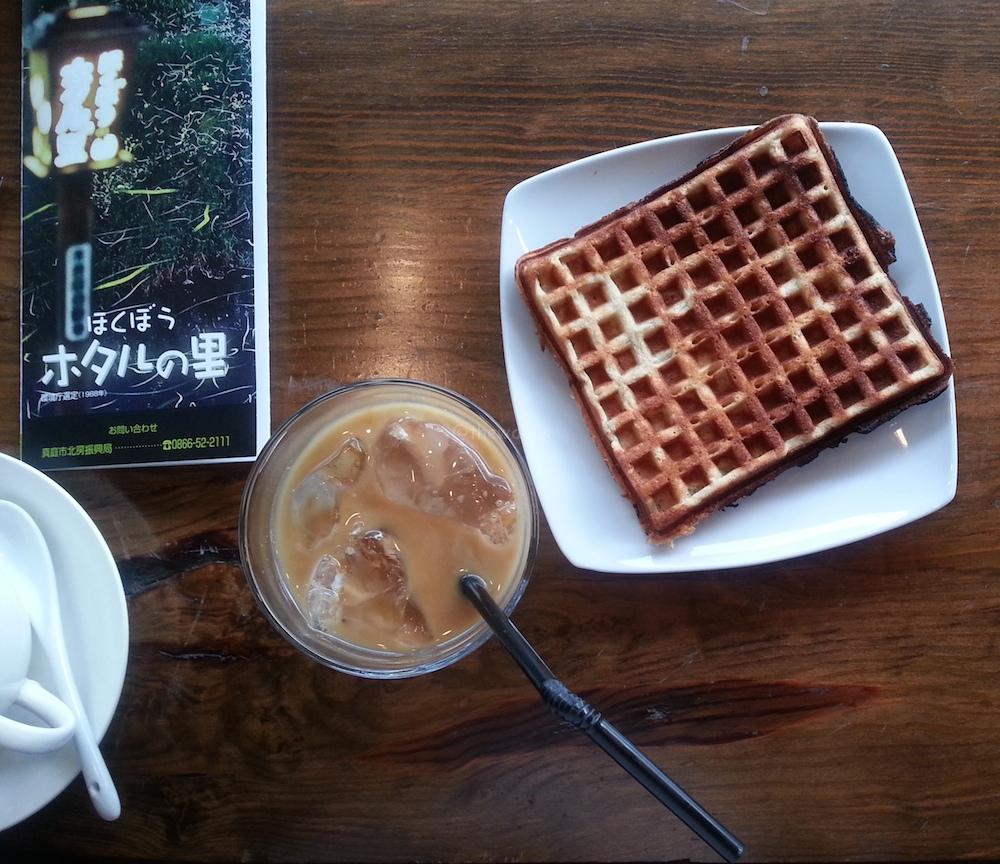 Hokubo Maniwa Firefly Festival 2016: waffle and cafe latte