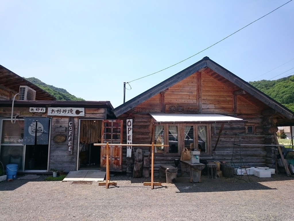log house cafe kiraku in akaiwa city okayama
