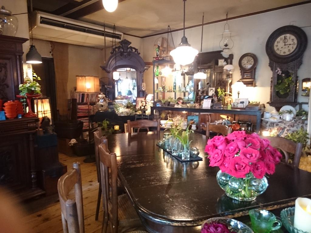 Antique & Cafe Yukashi - main table
