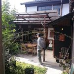 Capibara Coffee in Katsuyama: garden, front of the cafe